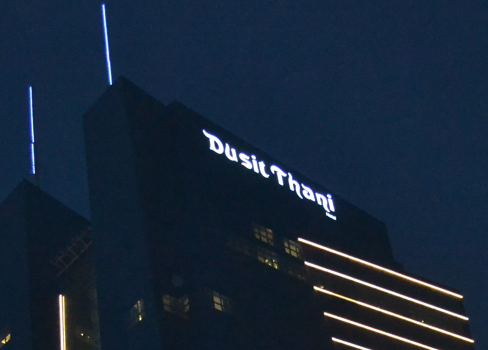 <h2>Dusit Thani - External Sign</h2><br/>